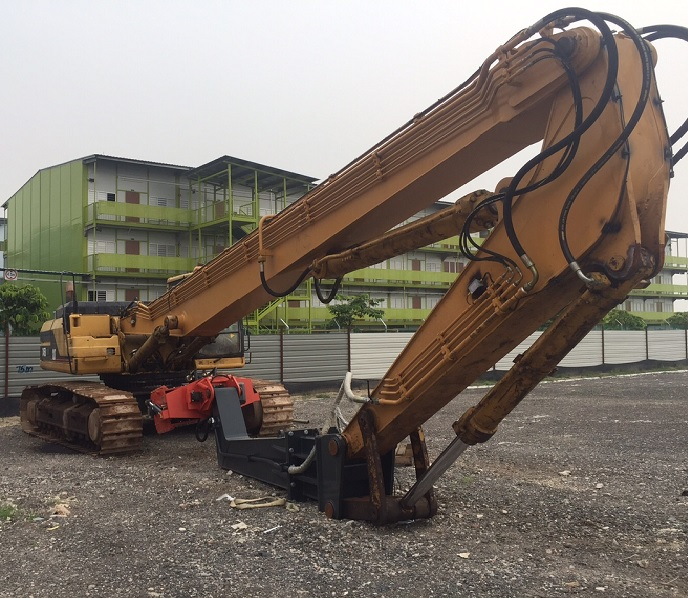 cat345b-with-daedong-vibro-hammer